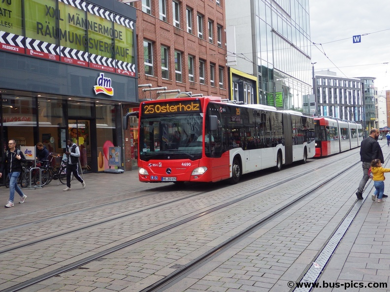 Am Brill -- Linie 25 -- BSAG 4690   Bus Pictures